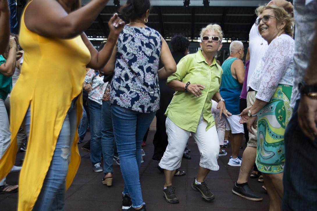 Bildet er tatt under en åpen danseklasse i Brooklyn, New York.