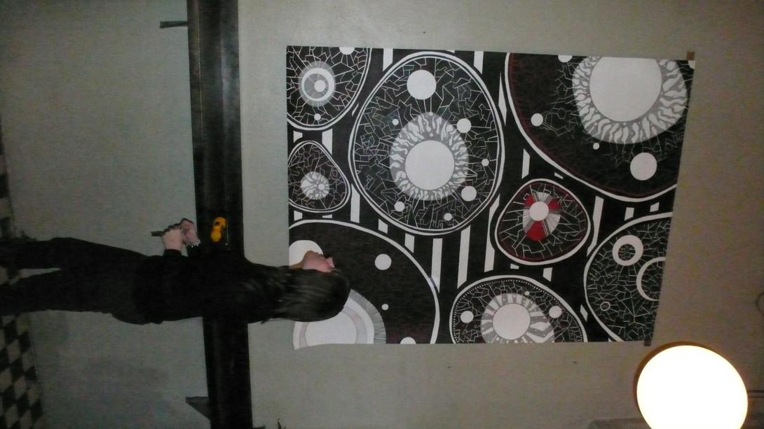 Kjempetegning montert på veggen